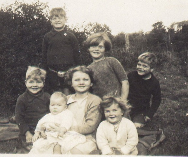 The family with Kathleen at Culloden cottage 1929